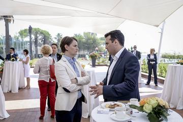 Ana Brnabić con Zoran Zaev - Wikimedia commons