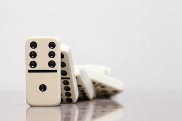 Effetto domino, foto di Bro Jeffrey Ploquinto - Flickr.com.jpg