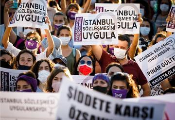 Manifestazioni in Turchia a favore della Convenzione di Istanbul - © Huseyin Aldemir/Shutterstock