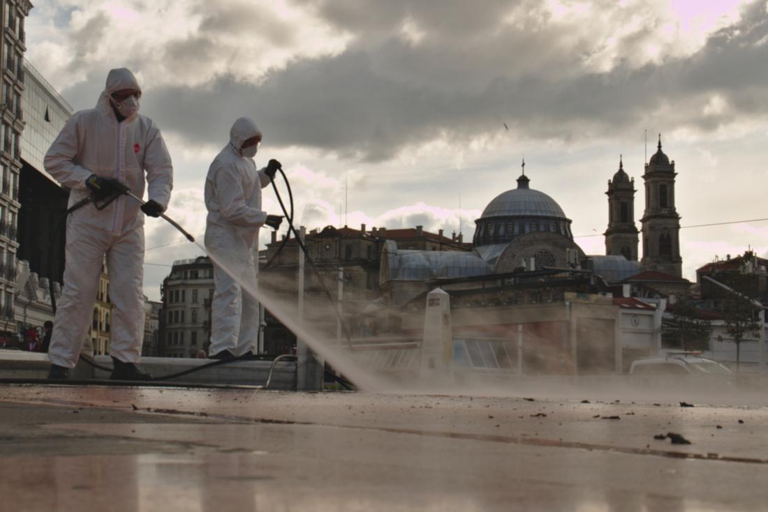 Istanbul, sanificazioni Covid-19 - Mahmut D Shutterstock.jpg