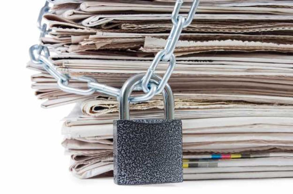 Libertà di stampa incatenata, dal web.jpg