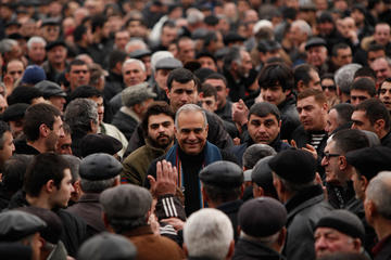 Opposition leader Raffi Hovannisian at a rally of his supporters (PanArmenian Photos)