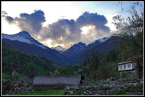 Macedonia, tempesta sui monti Korab, alla frontiera kosovaro-macedone, dove nella guerra del 2001 correva il fronte