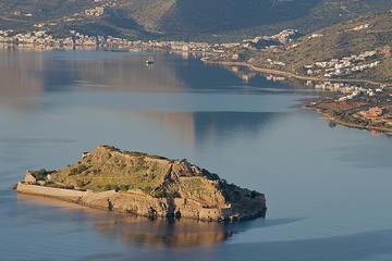L'isoletta di Spinalonga, di fronte alle coste di Creta (vathiman/Flickr)