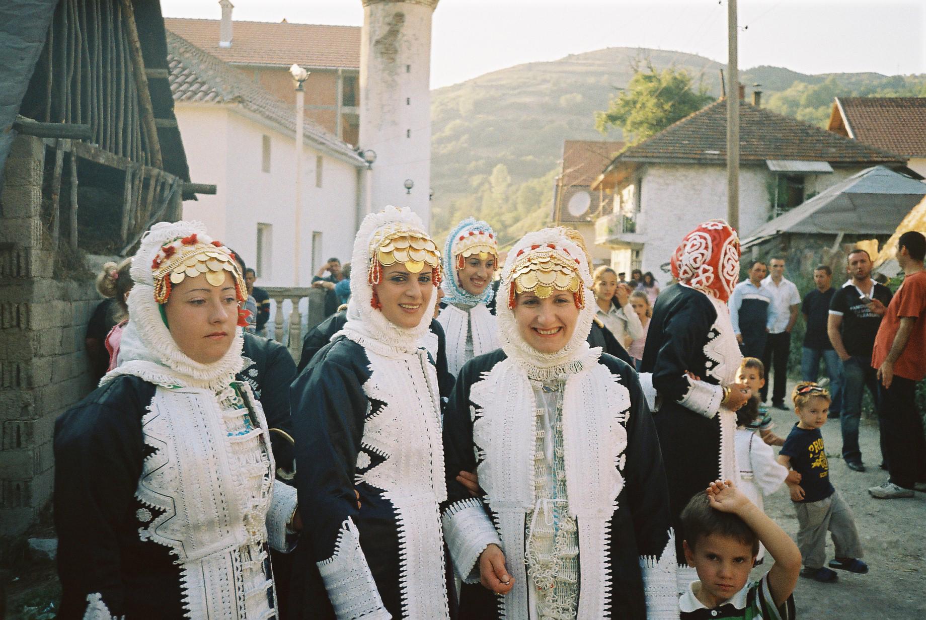 Matrimonio Combinato In Kosovo : La  nostra gente di kosovo e albania aree