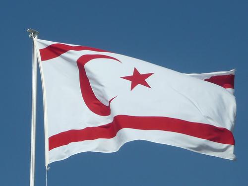 La bandiera della repubblica di Cipro nord