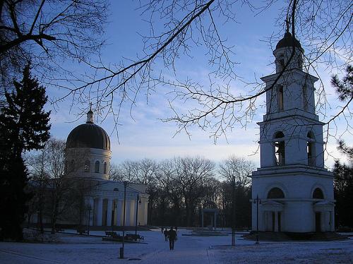 Ghiaccio e ombre a Chişinău, una chiesa del centro (Wouter van Wijk/Flickr)