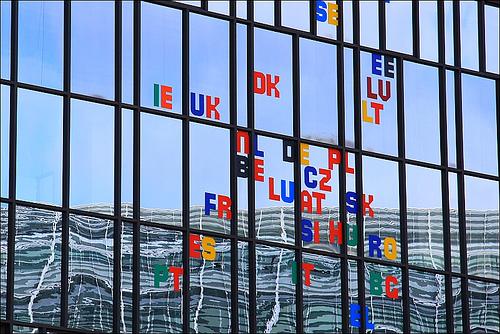 Riflessi sul palazzo del Consiglio europeo, a Bruxelles