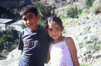 Children in Meghri, Armenia ( Derrick Peters / Flickr)